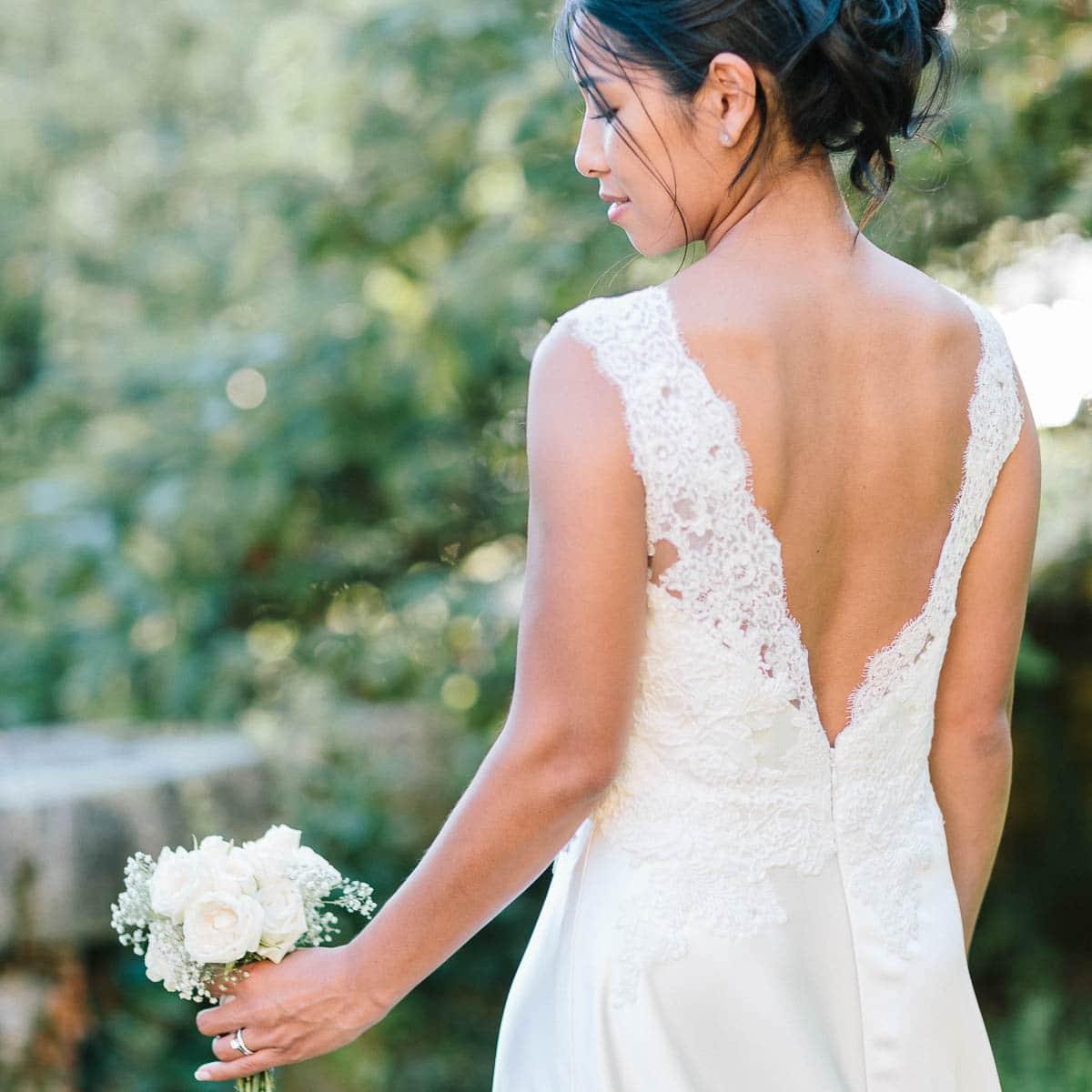 photo de mariage à Annecy en haute savoie avec le dos de la marié