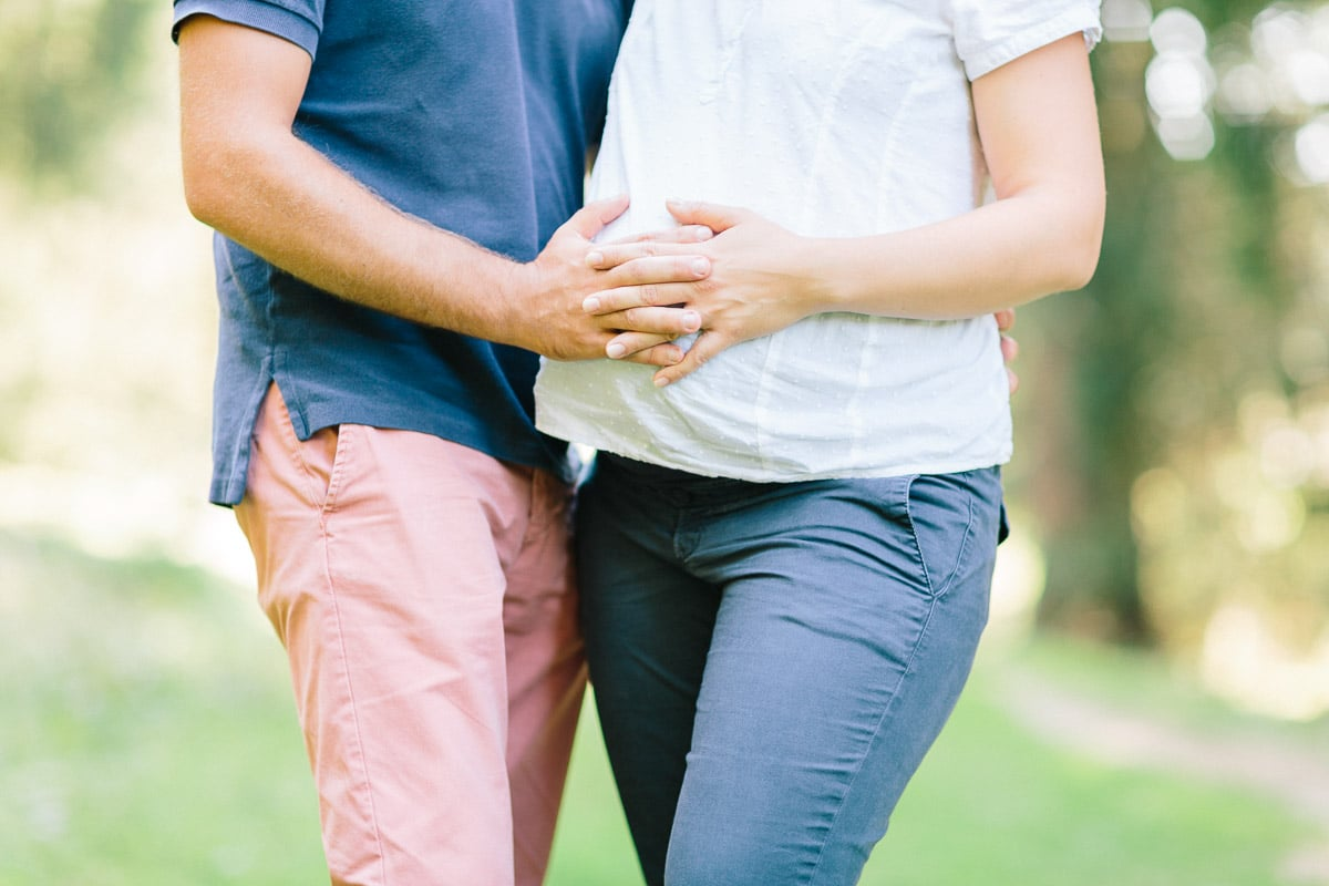 Séance photo grossesse et famille en foret