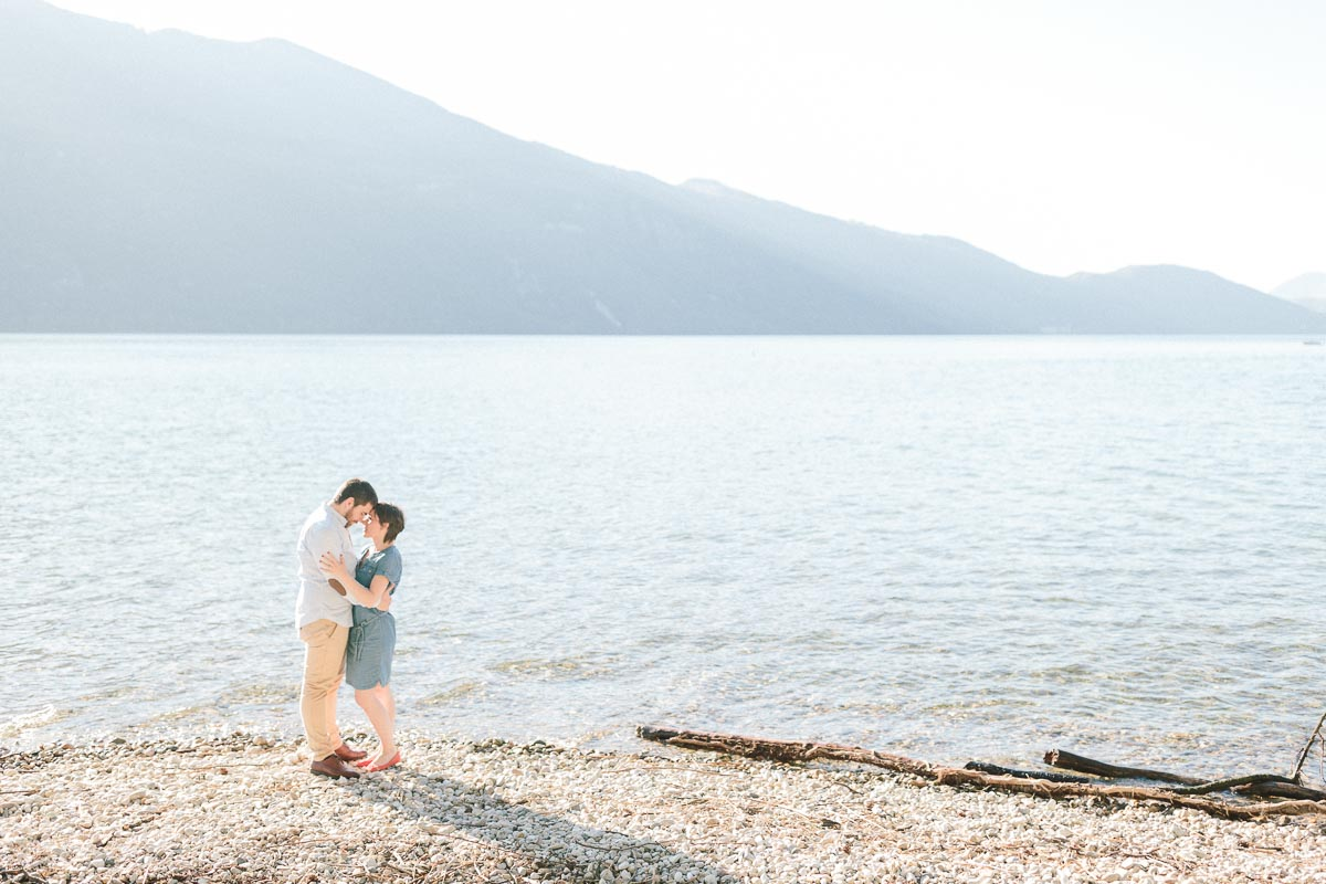 photographe couple engagement annecy geneve demande mariage main 012