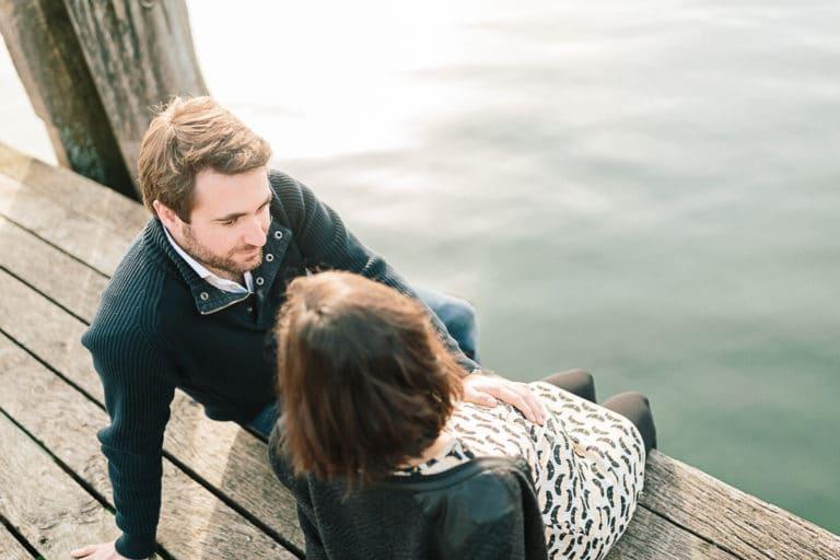 Photographe portrait à Annecy. Séance photo grossesse sur les bord du lac d'Annecy en Haute Savoie (74)