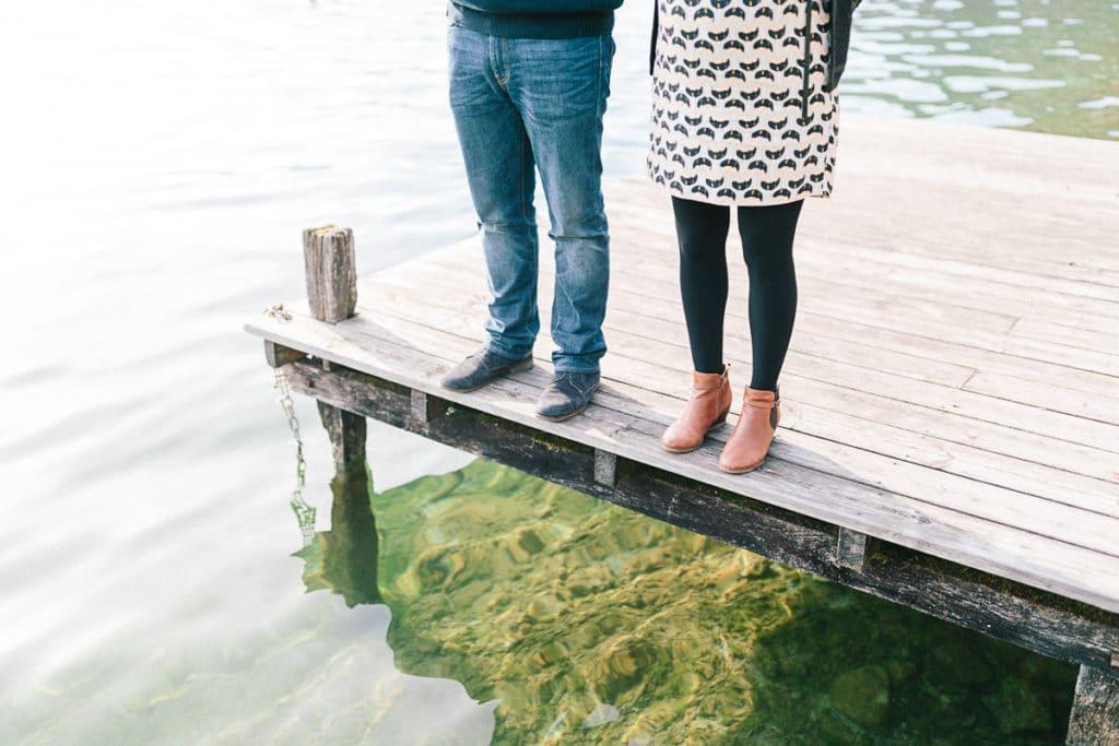Photographe de portrait à Annecy en Haute Savoie (74). Séance photo de grossesse au bord du lac d'Annecy