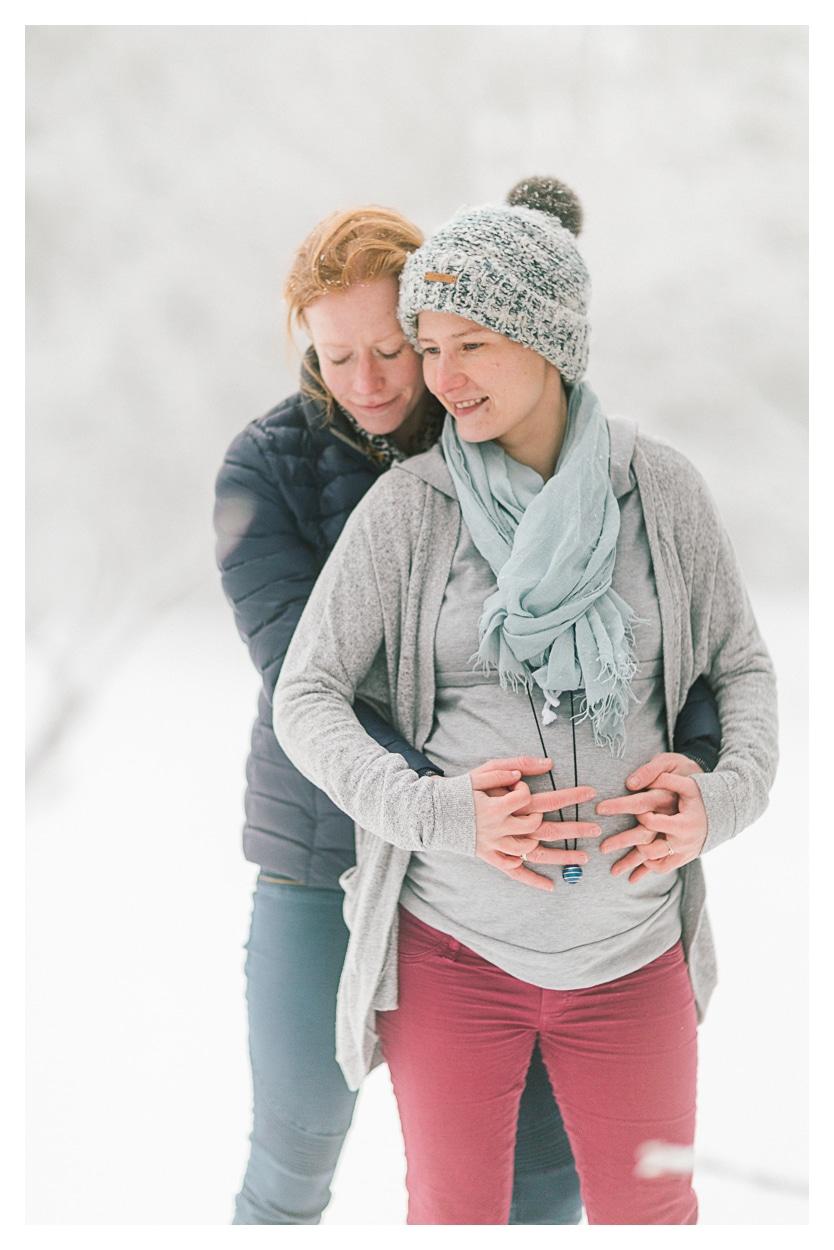 Photo séance grossesse maternité à Aix les bains en montagne