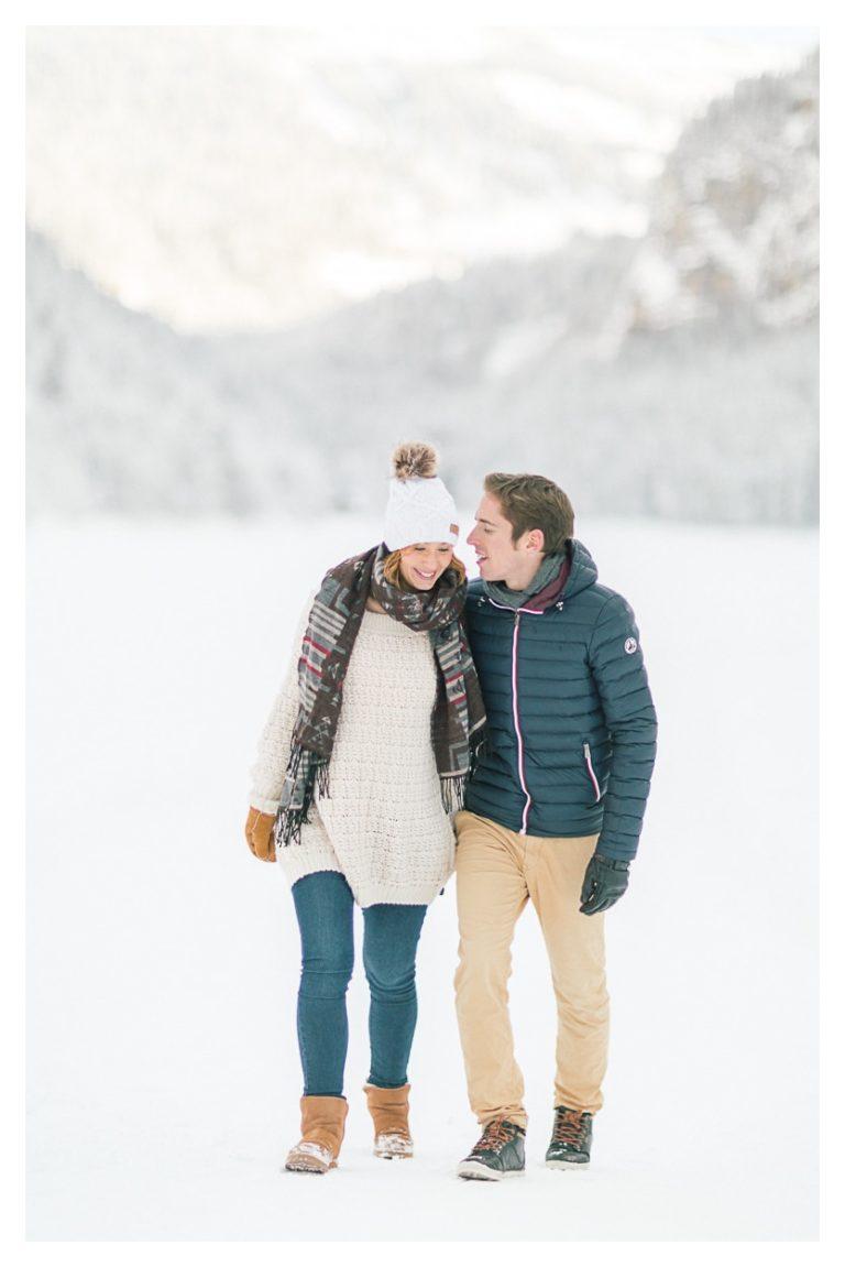 Puis photo séance grossesse maternité vers Chamonix et Megève dans la neige en montagne