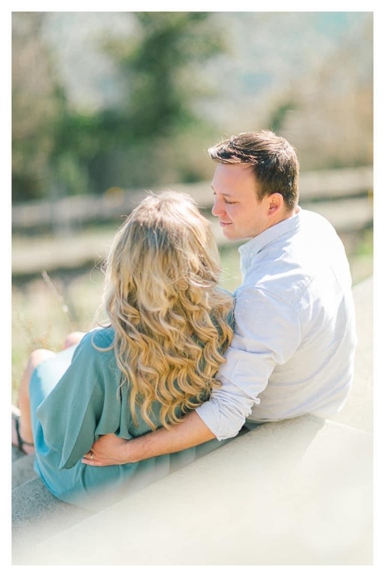photo de grossesse en couple à Annecy sur les bords du lac
