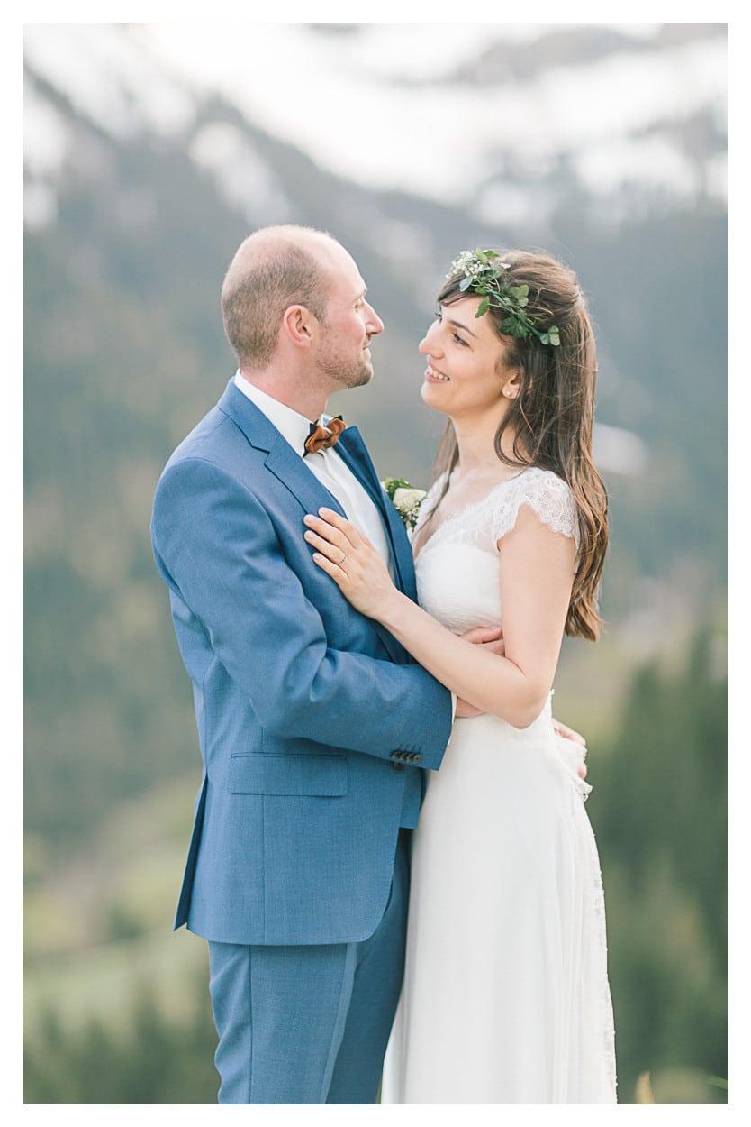 photographe mariage annecy montagne couple regard julien bonjour