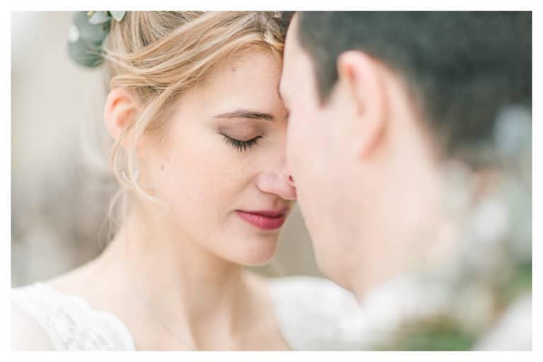 Photographe de mariage à Lyon. Photo d'un mariage au chapeau cornu