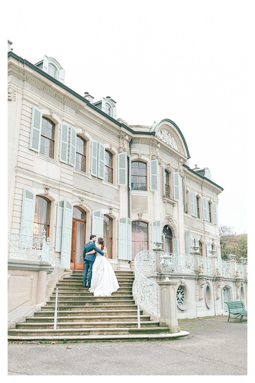 Tout d'abord, mariés en photographie à Genève devant le palais des fleurs pendant le reportage