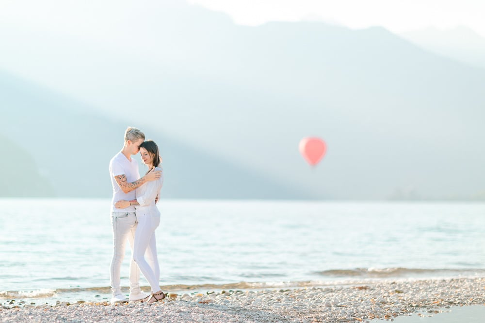Photographe engagement couple annecy geneve lac