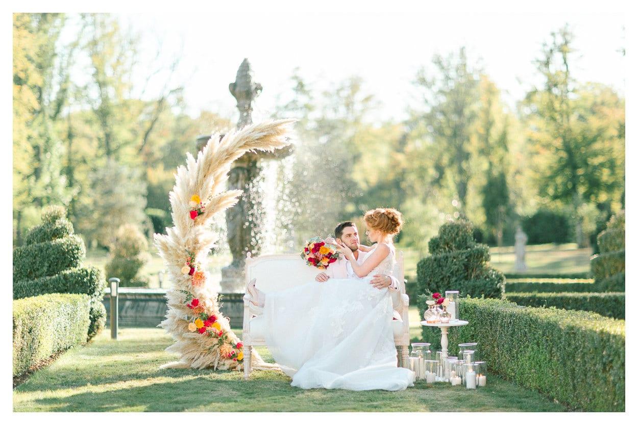 tout d'abord, photo des mariés après la cérémonie lors de leur mariage dans le Beaujolais près de Lyon